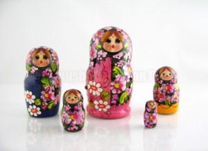 poupées russes fleuries
